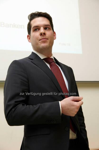 """Thomas Gaber - Anerkennungspreis für die Dissertation """"Die Qualität der Finanzberichterstattung bei Banken""""  im Wert von 1.000 Euro , © IVA (24.02.2014)"""