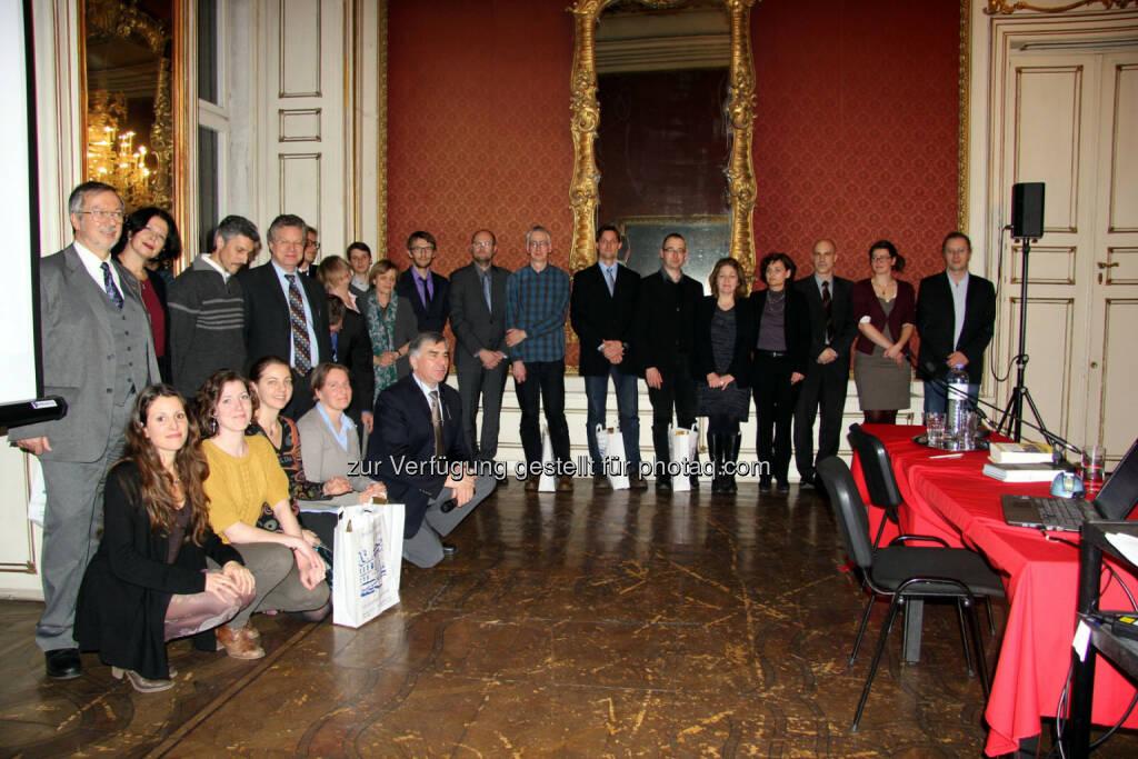 OeAD verleiht gemeinsam mit BMWF und Institut Francais den Prix Amadée 2014. Alle Projektleiter/innen des Kooperationsprogramms Amadée (Österreich-Frankreich) erhielten im Rahmen der Festveranstaltung eine Flasche französischen Rotwein und Informationsbroschüren., © Aussendung (24.02.2014)