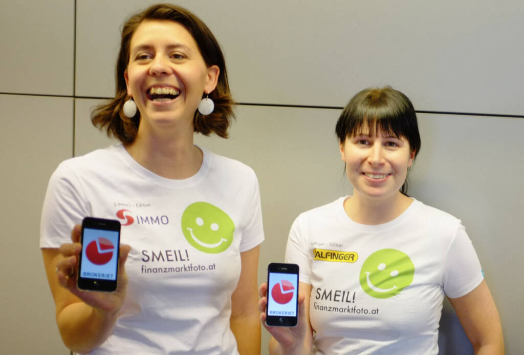 Lachen bzw. Handy Smeil aus http://finanzmarktfoto.at/page/index/1053 , Shirts in der S Immo-Edition, Palfinger-Edition (27.02.2014)