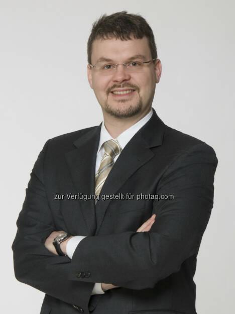 """Christoph Krischanitz, Geschäftsführer der arithmetica: """"Warum darf ein Bilanzbuchhalter in den Wochen der Bilanzerstellung nicht kurzfristig mehr als 50 Stunden arbeiten, wenn Spitalsärzte sogar 25 Stunden am Stück arbeiten dürfen. Diese starre Regelung im Arbeitszeitgesetz behindert die Wirtschaft, ihre Arbeitnehmer und bringt letztlich den österreichischen Wirtschaftsstandort in fortwährende Schwierigkeiten"""" (c) Aussendung, © Aussendung (05.03.2014)"""
