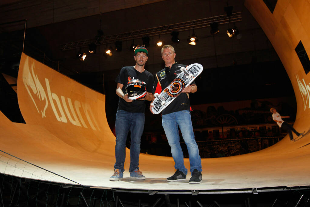 Lotus F1¨ Team driver Kimi Räikkönen exchanging his F1 helmet for a customised skateboard from champion skateboarder Rune Glifberg at burn Yard Live in Budapest, 26th July 2013, © Coca-Cola Company(Homepage) (08.03.2014)