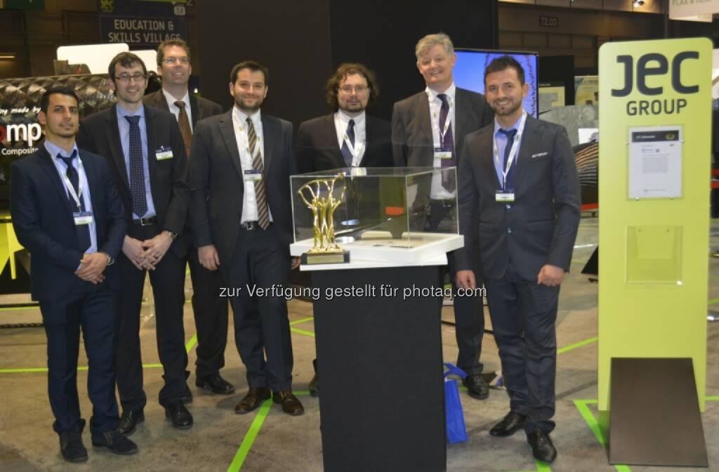 FACC wird mit den Forschungspartnern Rolls-Royce und Fachhochschule Rapperswil mit dem JEC European Innovation Award in der Kategorie Aeronautics ausgezeichnet, v.l.n.r. Korian Viken (FACC), Gion Barandun (IWK), Markus Henne (IWK), Konstantin Horejsi (FACC), Kristofer Bottome (Rolls-Royce), James Lee (Rolls-Royce), Gazmend Braha (FACC) , © Aussendung (12.03.2014)