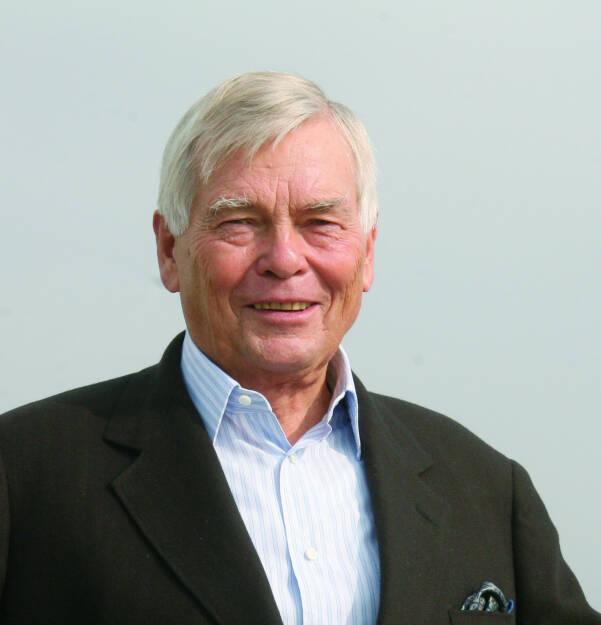 Eurotax-Gründer Helmut H. Lederer (16. 2. 1937 - 4. 3. 2014) verstorben - im 78. Lebensjahr stehend, wurde der österreichische Herausgeber und Verlegerauf dem Genfer Automobilsalon und im Zentrum seines unternehmerischen Schaffens aus dem Leben gerissen.  (13.03.2014)