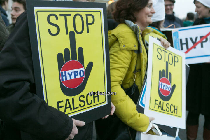 Stop Hypo Falsch Hypo Demonstration in Wien am 18.03.2014
