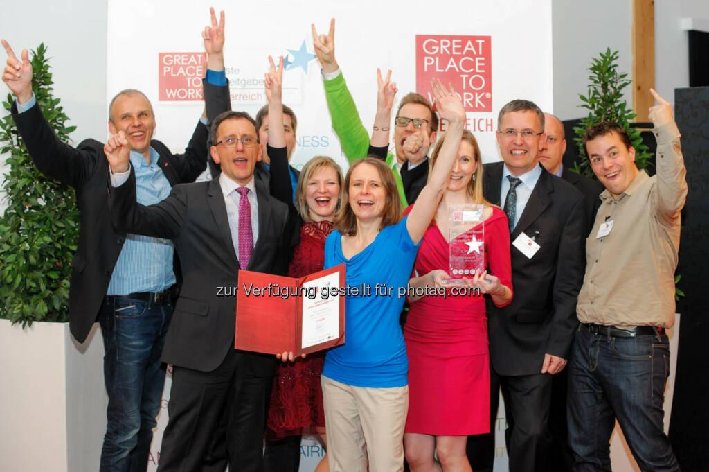 Anecon CEO Hans Schmit (2.v.l.) jubelt mit seiner Mannschaft über den erneuten Stockerlplatz - auch heuer Platz 2 unter den besten Arbeitgebern Österreichs. , © Aussendung (23.03.2014)