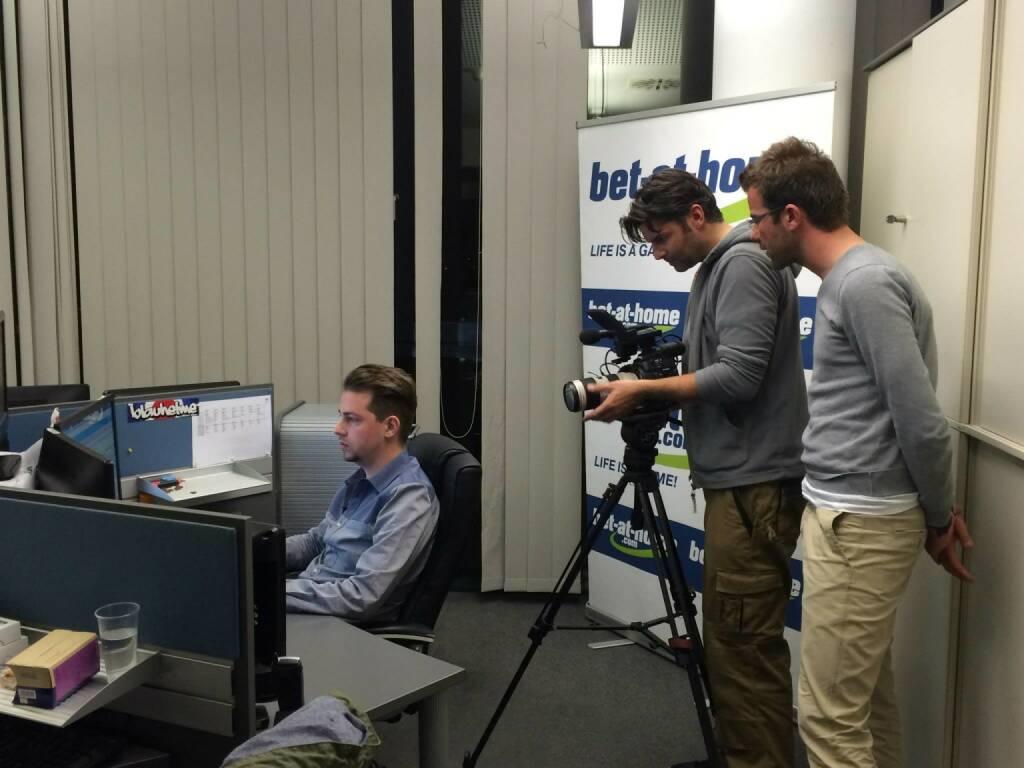 bet-at-home.com. Das Team von ServusTV war im März zu Gast und schaute den Buchmachern bei ihrer Arbeit über die Schultern. Den Beitrag gab es bei Sport und Talk aus dem Hangar-7 zu sehen (23.03.2014)