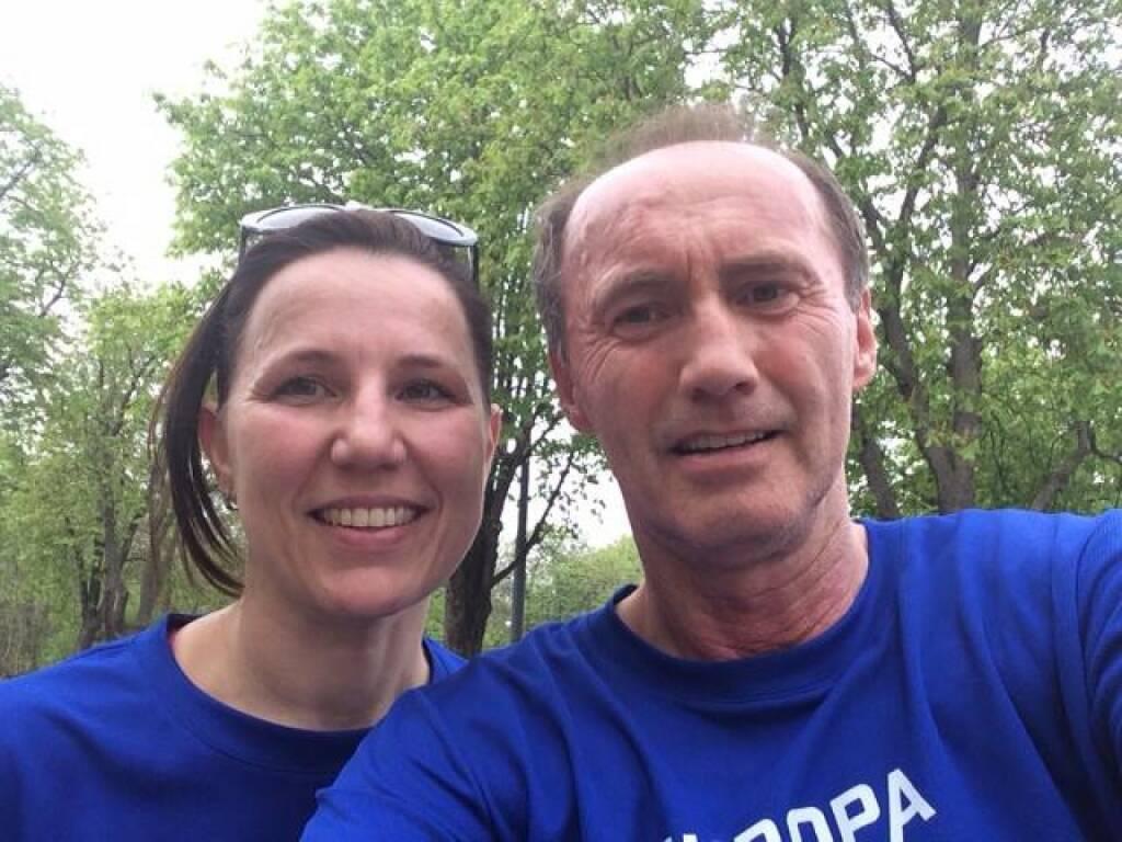 Laufen für Europa. Die Tiroler Kandidatin zum Europäischen Parlament, Barbara Schennach, mit Othmar Karas  (06.04.2014)