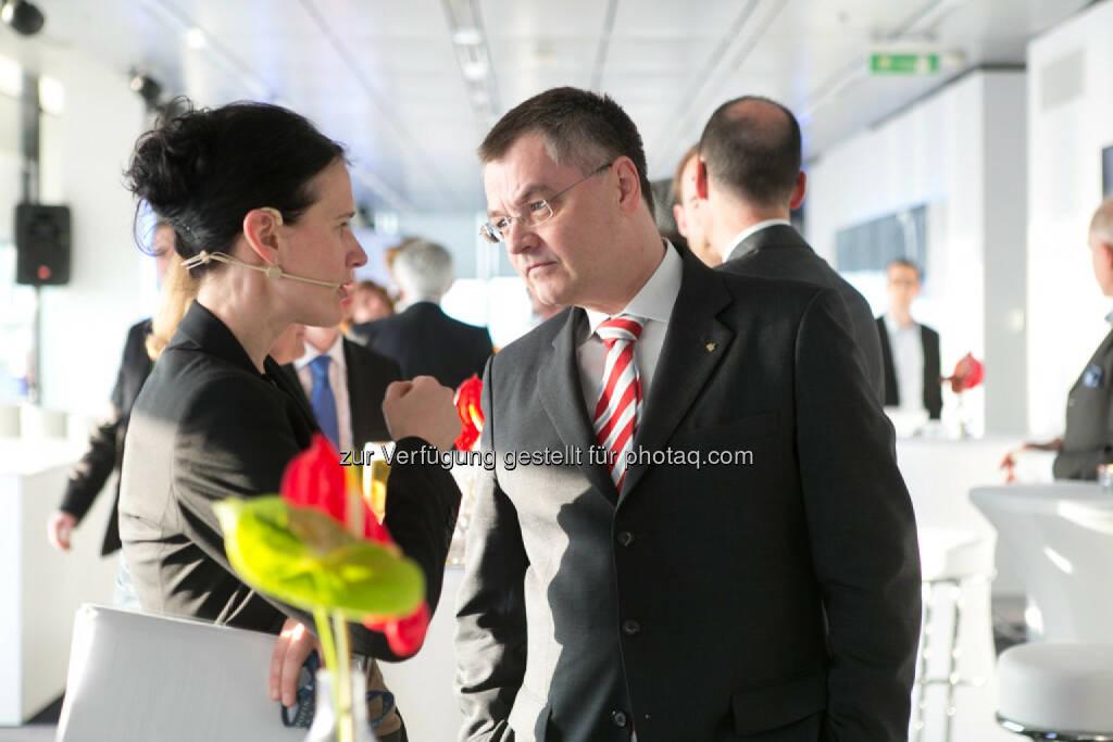 Bettina Schragl, Immofinanz, Thomas Uher, Erste Bank der oesterreichischen Sparkassen AG, siehe auch: http://blog.immofinanz.com/de/2014/04/09/immofinanz-infos-rund-um-buwog-abspaltung/ , © Martina Draper für Immofinanz (07.04.2014)