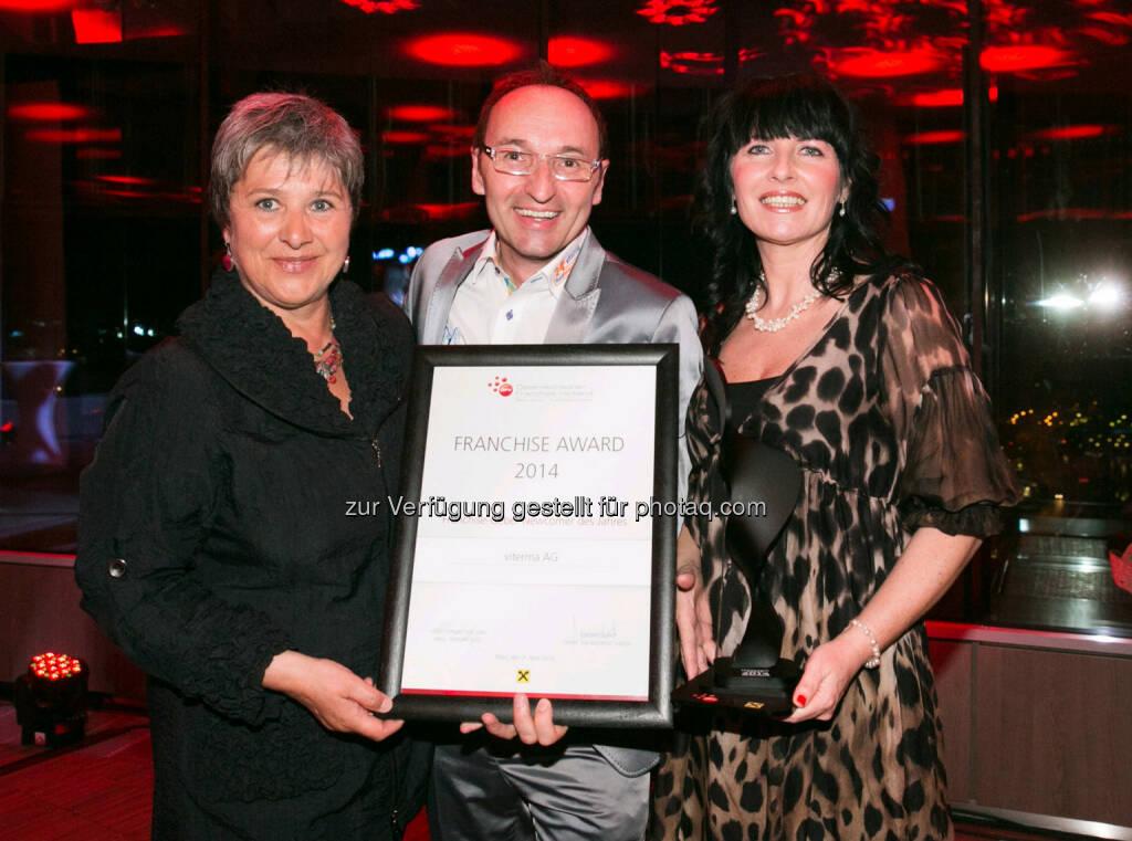 Waltraud Martius (Syncon) mit Klaus Gföhler und Irene Ensinger (beide Viterma) feierten die Verleihung des Österreichischen Franchise-Awards  (Bild: Syncon), © Aussendung (09.04.2014)