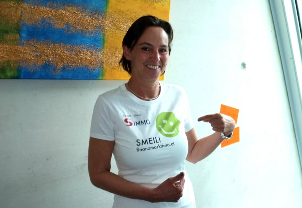 Alexandra Bolena Smeil (Shirt in der S Immo-Kollektion, mehr unter http://finanzmarktfoto.at//page/index/1184 ) (13.04.2014)