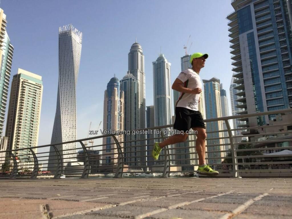 Andreas Schweighofer läuft in Dubai (18.04.2014)