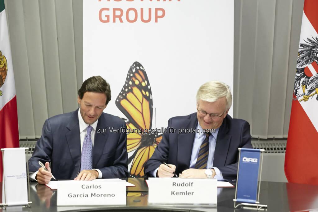 Syndikatsvertragsunterzeichnung zwischen ÖIAG und América Móvil: Carlos Garcia Moreno und Rudolf Kemler - (c) Markus Wache für ÖIAG (23.04.2014)