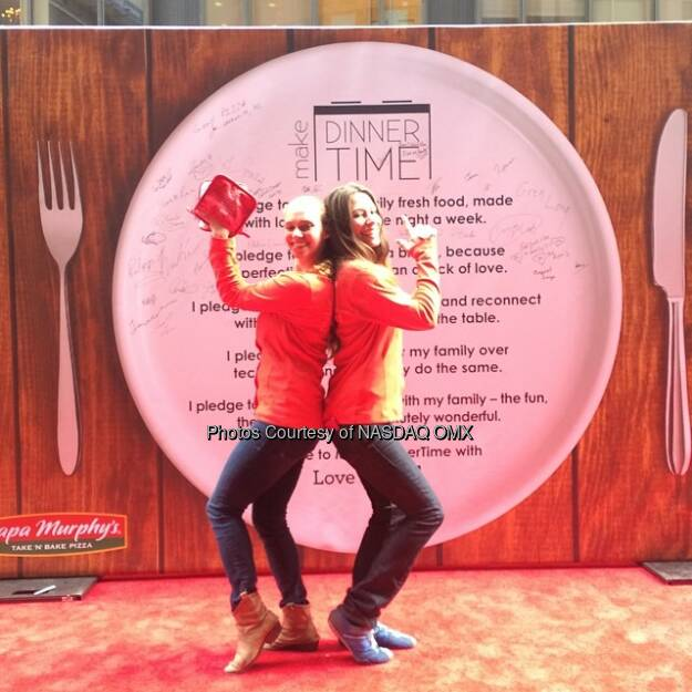 Essen - Papa Murphy's has an awesome outdoor display in #TimesSquare today! Source: http://facebook.com/NASDAQ (02.05.2014)