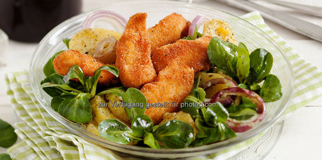 Backhendl-Salat mit steirischem Kürbiskernöl - http://www.kochabo.at/backhendl-salat-mit-steirischem-kuerbiskernoel/, © kochabo.at (05.05.2014)