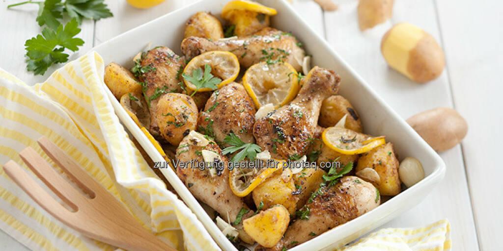 Ofen-Zitronen-Hühnerkeulen mit Kartoffeln - http://www.kochabo.at/ofen-zitronen-huehnerkeulen-mit-kartoffeln/, © kochabo.at (05.05.2014)