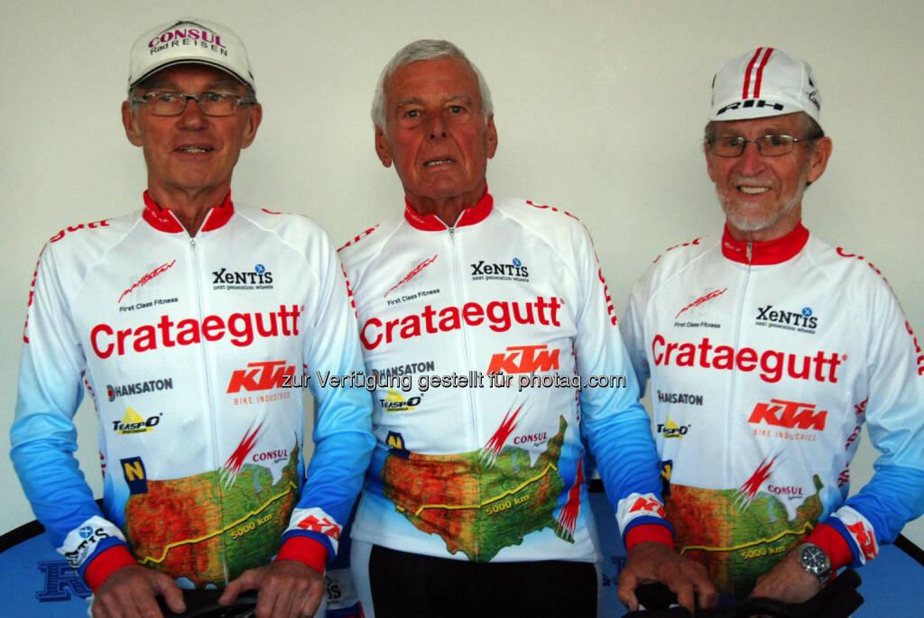 Drei Österreicher und ein Deutscher im Alter von 66 bis 78 Jahren nehmen im Juni 2014 am Race Across America über 5.000 Kilometer quer durch die USA teil. Im Manhattan Fitness bereiten sie sich auf die sportliche Herausforderung vor. Herbert Lackner (74), Anton Gierer (78), Josef Schalk (68). (06.05.2014)