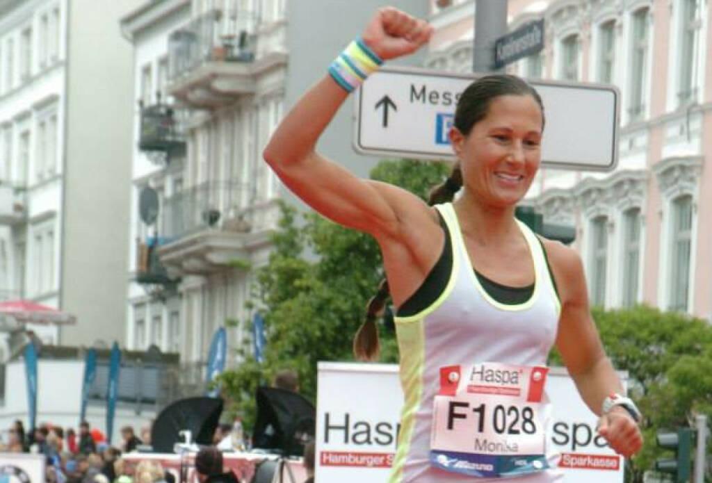 Yes, Ziel, Runplugged Betatesterin Monika Kalbacher beim Hamburg Marathon in knapp mehr als 3h im Ziel https://www.facebook.com/kalbacher.monika (10.05.2014)