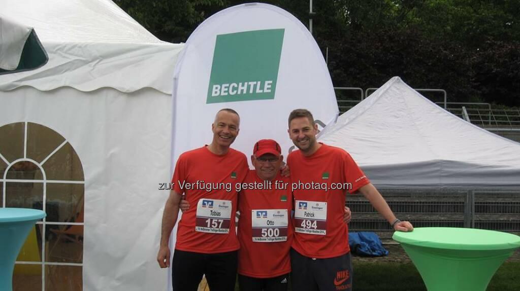 Bechtle: Gestern fand der Trollinger-Marathon in Heilbronn mit einer Rekordläuferzahl statt. Auch 98 unserer Kollegen, Herstellerpartner und Kunden aus Frankreich, Großbritannien, der Schweiz und ganz Deutschland gingen mit an den Start.   Mit einer beachtlichen Zeit von 1 Stunde und 18 Minuten erreichte Wolfgang Gauss, Kunde unseres Systemhauses in Stuttgart, einen grandiosen 11. Platz beim Halbmarathon. Respekt! Der schnellste Bechtle Läufer über die Gesamtdistanz war Tobias Horray, der nach 3 Stunden und 24 Minuten als 75. ins Ziel kam. Ebenfalls fantastisch: Wolfgang Bauer aus dem Bechtle Systemhaus Rhein-Main trat gestern seinen zehnten Trolli-Lauf in Folge im Bechtle Trikot an. Herausragend aber vor allem die Leistung von unserem Kollegen Otto Müller, der beim Marathon den zweiten Platz seiner Altersklasse (M70!!) erreichte – wow!   Wir gratulieren allen unseren Läufern zu ihrer super Leistung. Ihr seid alle Sieger!  Source: http://facebook.com/BechtleAG (12.05.2014)