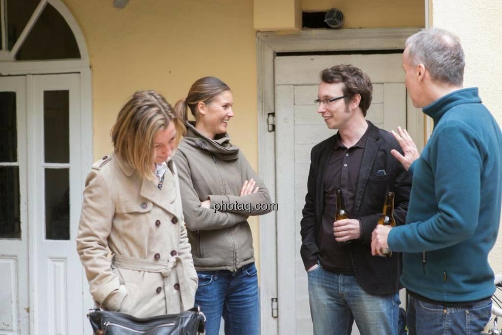 Doris Gstatter (IR & mehr), Christina Oehler (wikifolio), Daniel K. (Praktikantenaspirant), Christian Drastil, © finanzmarktfoto.at/Martina Draper (15.05.2014)