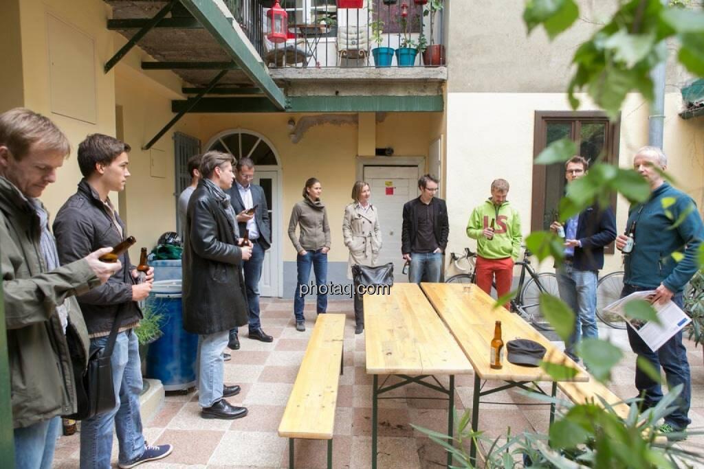 Christian-Hendrik Knappe (Deutsche Bank), Gerald Pollak (Sieger der YPD-Challenge von ServusTV ), Robert Gillinger (Börse Express), Wolfgang Siegl-Cachedenier (startupps.net), Christina Oehler (wikifolio), Doris Gstatter (IR & mehr), Daniel K. (Praktikantenaspirant), Thomas Hapala (wikifolio), Constantin Simon (Nixe), Christian Drastil, © finanzmarktfoto.at/Martina Draper (15.05.2014)