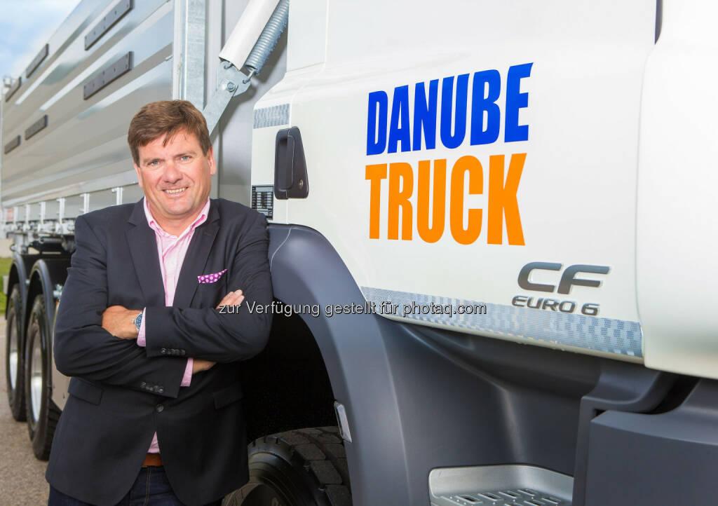 Björn Speer, Geschäftsführer der DanubeTruck GmbH: Die DanubeTruck GmbH übernimmt die zur Wiesenthal Gruppe gehörende Firma Franz Hahn Nutzfahrzeuge GmbH mit ihren 120 Mitarbeitern und wird der größte Vertriebs- und Servicepartner der LKW-Marke DAF in Österreich. (C) Christian Mikes (15.05.2014)
