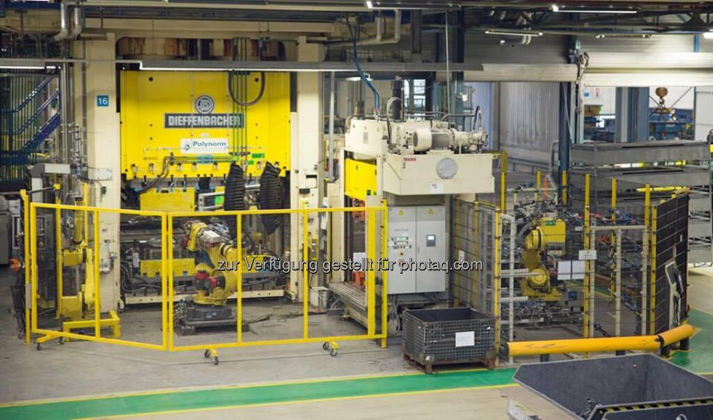 voestalpine Polynorm Plastics B.V. (Niederlande) liefert zukünftig den kompletten Unterboden für ein Fahrzeug der oberen Mittelklasse. Für den Auftrag wird zusätzlich eine neue, komplexe Pressenlinie installiert. http://bit.ly/1lDmRfa Profil: facebook.com/voestalpine  (15.05.2014)