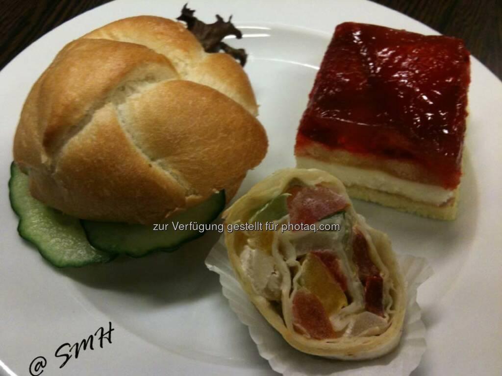 BUWOG-HV: Mittags-Snack, mit Bon, ein Teller pro Person vorgesehen (19.05.2014)