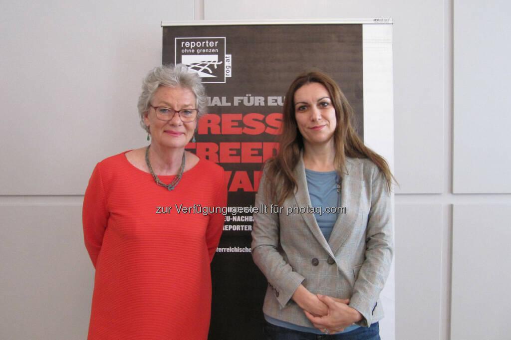 Bei der Ausschreibung des Press Freedom Awards 2014: Reporter ohne Grenzen-Präsidentin Rubina Möhring mit der gebürtigen Griechin Katherine Sarikakis vom Institut für Publizistik und Kommunikationswissenschaften der Universität Wien.                               , © Aussendung (19.05.2014)