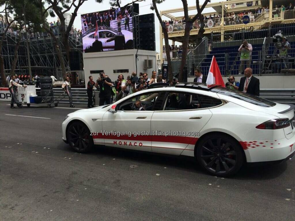 Prince Albert & Princess Charlene drove a Tesla around the track to open the F1 Monaco Grand Prix!  Source: http://facebook.com/teslamotors (26.05.2014)