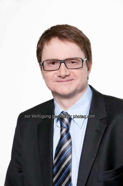 Thomas Müller (Festo): Mitarbeiter des TÜV Austria absolvieren eine Weiterbildung bei Festo Training und Consulting zum Thema sichere Pneumatik. , © Aussendung (28.05.2014)