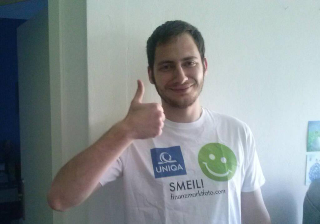Daumen hoch Uniqa Smeil Peter Grebien  (Foto: Daniel Koinegg), Shirt in der Uniqa Kollektion (29.05.2014)