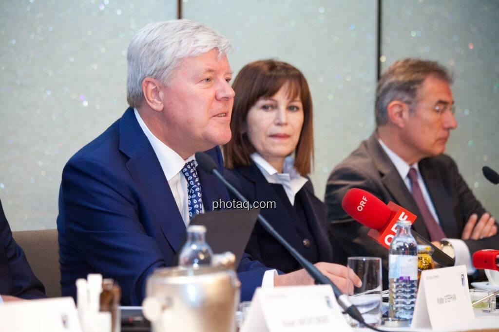 Walter A. Stephan (CEO FACC), Birgit Kuras (Börse Wien), Friedrich Mostböck (Erste Group) , © photaq/Michi Mejta (04.06.2014)