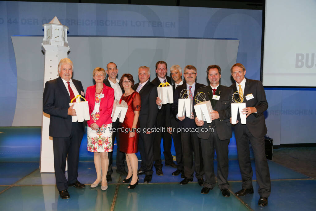 Trigos Gewinner 2014: Gerhard Prinz (Croma-Pharma), Gabriela Sonnleitner (Licht für die Welt), Klaus Candussi & Walburga Fröhlich (atempo), BM Rudolf Hundstorfer, Stephan Kropf (Fundraising Verband Austria), Robert Kögl (Microsoft Österreich), Hermann Lindner (Traktorenwerk Lindner), Gerald Dunst (Sonnenerde), Walter Wiedenbauer (Sto), © Aussendung (05.06.2014)