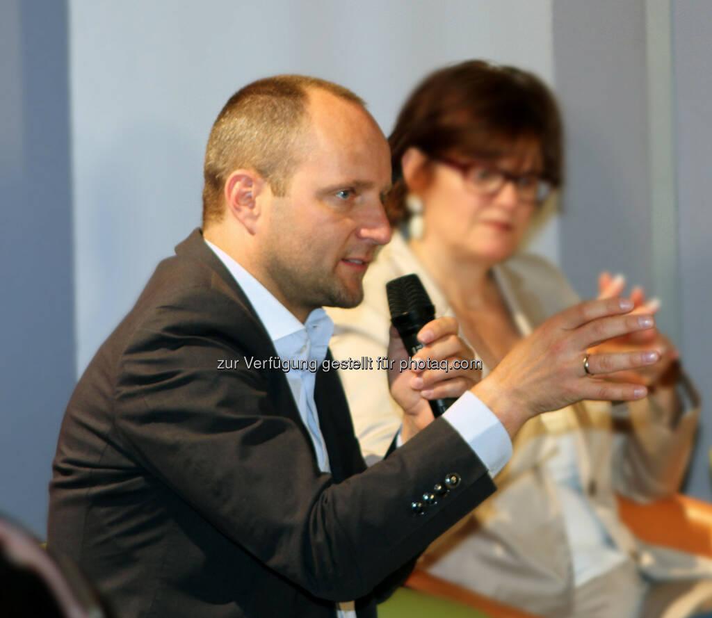 Matthias Strolz (Neos) in Diskussion (Bild: Floriana Alushaj) (06.06.2014)
