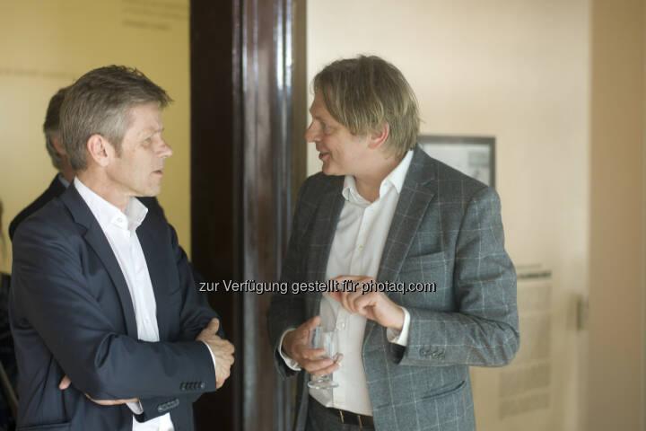 Kulturminister Josef Ostermayer besucht Architekten Johannes Baar-Baarenfels auf der Biennale in Venedig. (C): Baar-Baarenfels Architekten/Oskar Schmidt