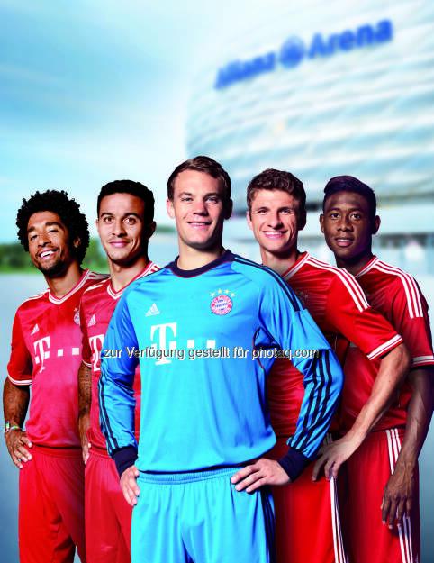 Dante Bonfim Costa Santos, Thiago Alcántara, Manuel Neuer, Thomas Müller und David Alaba - Puls 4 und Allianz suchen junge Kicker für das Allianz Football Camp am Trainingsgelände des FC Bayern München (Bild: Allianz) (11.06.2014)