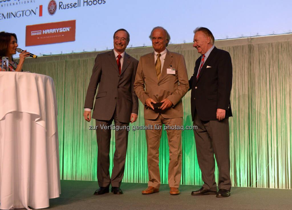Regal (Fachmagazin für den Handel und die Markenartikelindustrie) Branchentreff 2014: Moderatorin Petra Rudolf, Christoph Leitl, Leopold Wedl und Manfred Schuhmayer  (12.06.2014)