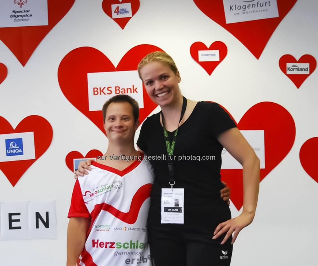 Uniqa: Das Olympische Feuer hat Kärnten erreicht - denn hier finden vom 13.6.-17.6. die Sommerspiele der Special Olympics - Herzschlag 2014 statt. Im Raum Klagenfurt  werden insgesamt in 17 Sportarten spannende Wettkämpfe ausgetragen. Wir sind stolz diesen Event unterstützen zu dürfen - denn Sport, Gesundheit und soziales Engagement sind uns ein großes Anliegen: www.bit.ly/UNIQA_SpecialOlympics_Klagenfurt  Source: http://facebook.com/uniqa.at (13.06.2014)