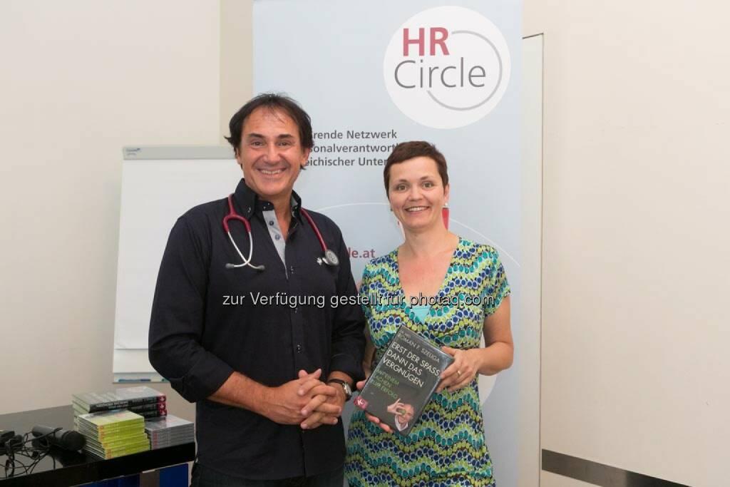 Roman F. Szeliga (Arzt und Manager, Moderator, Seminarleiter, Vortragender und Autor), Cornelia Dankl (Obfrau HR-Circle), © Martina Draper für HR Circle (23.06.2014)