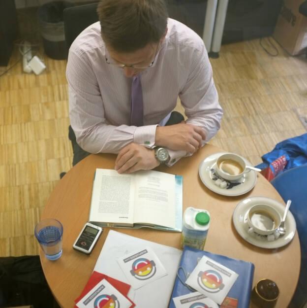 Martin Theyer liest für http://www.runplugged.com aus seinem Buch Verlorenes Vertrauen - das Tsunami-Modell der Finanzkrise (24.06.2014)