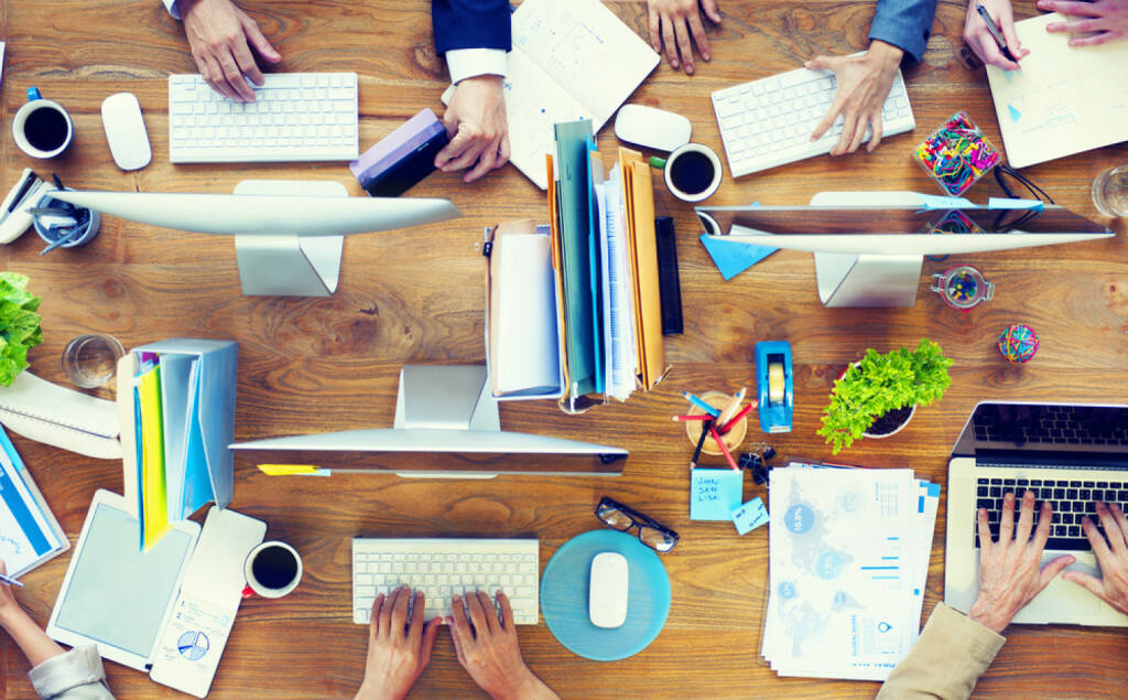 Buchhaltung, Controlling, Überblick, Arbeit - http://www.shutterstock.com/de/pic-189811220/stock-photo-group-of-business-people-working-on-an-office-desk.html (Bild: shutterstock.com) (25.06.2014)