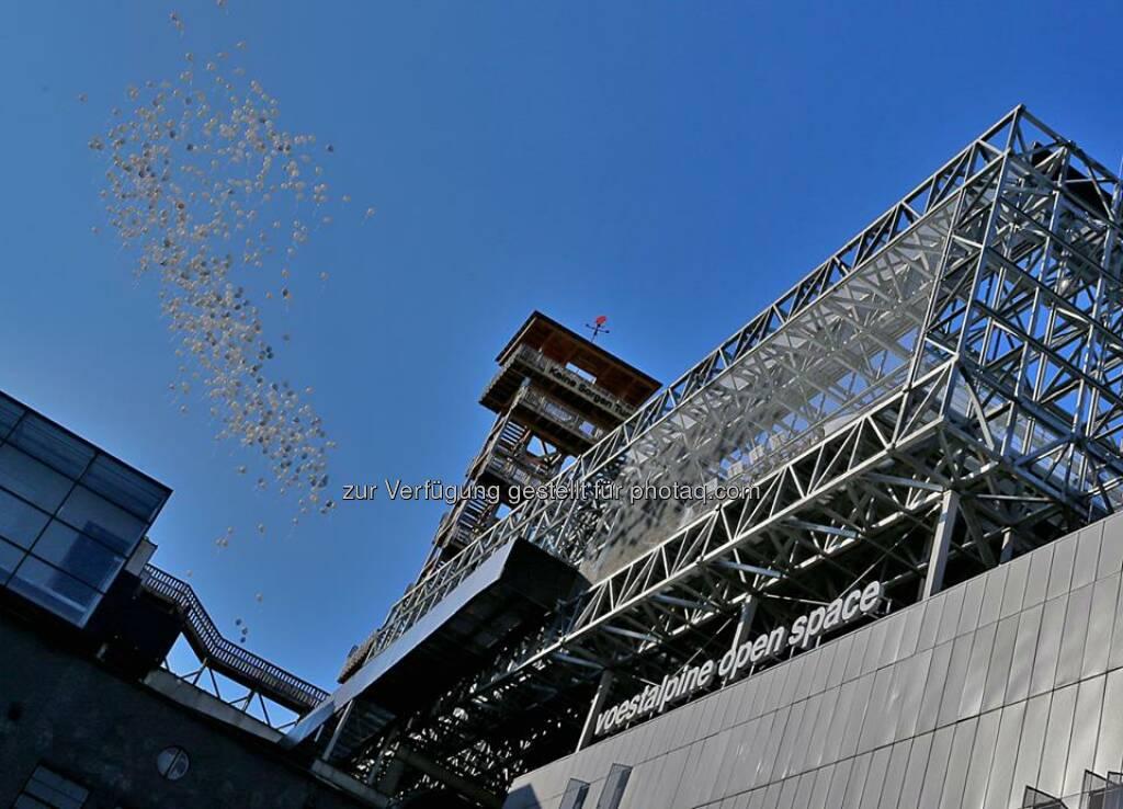 voestalpine - Eröffnung des Höhenrausch 2014 am 26. Juni 2014. Das Highlight ist dieses Jahr der voestalpine open space: der neue Kunst- und Erlebnisraum hoch über den Dächern von #Linz! http://bit.ly/1qNhLl2  Source: http://facebook.com/voestalpine (27.06.2014)