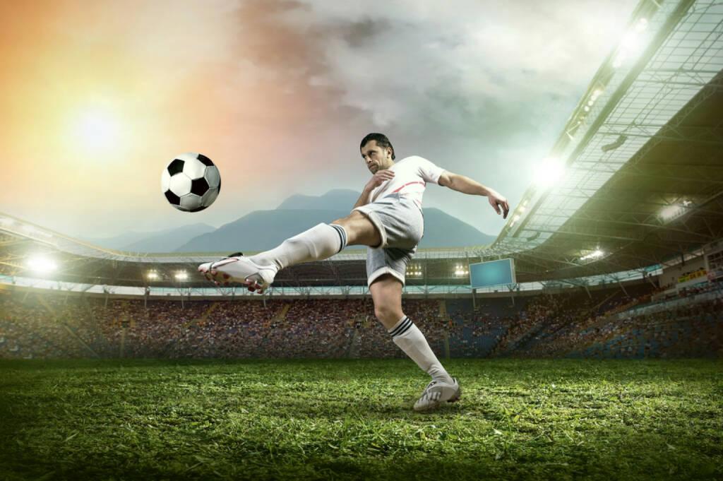 Ausschuss http://www.shutterstock.com/de/pic-178706702/stock-photo-soccer-player-with-ball-in-action-at-stadium.html (Bild: shutterstock.com) (29.06.2014)