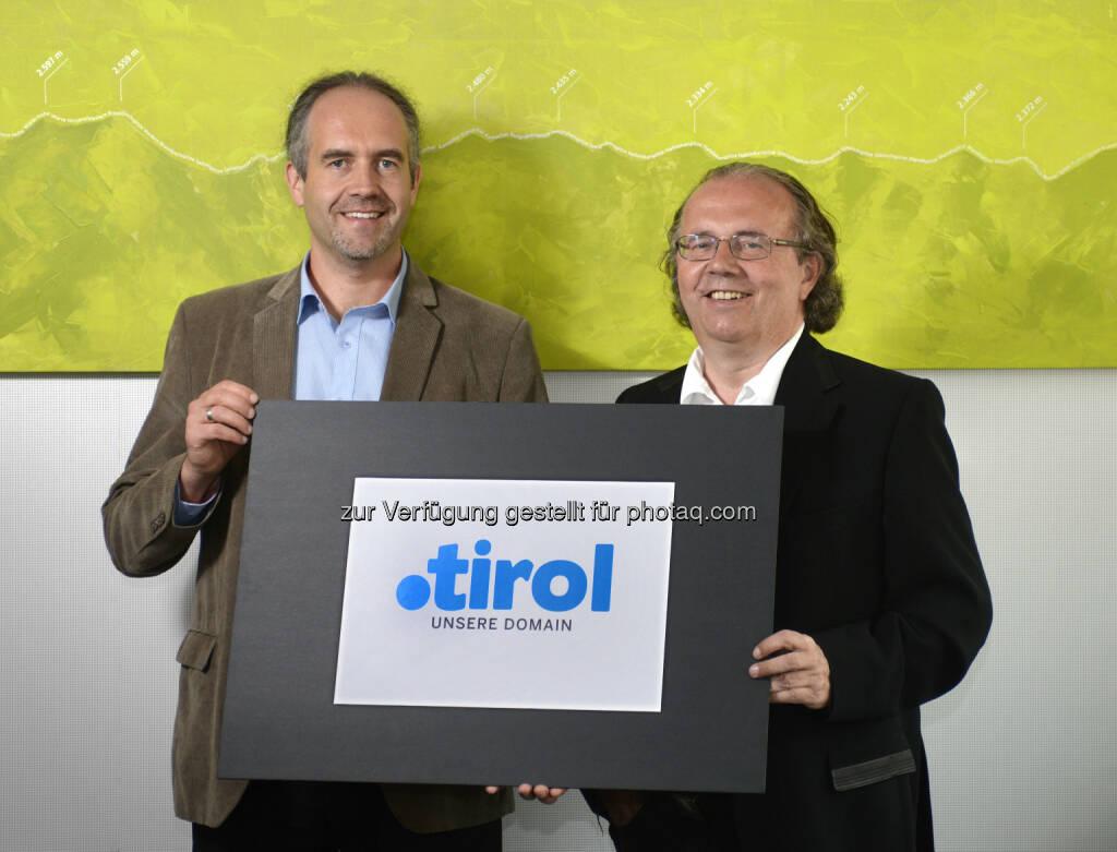CEO Hermann Petz, Vorstandsvorsitzender Moser Holding (re.) und Markus Kichl, Geschäftsführer punkt Tirol präsentieren die neue Domain .tirol.  Neue Domain-Endung .tirol ist offiziell registriert (c) Böhm (30.06.2014)