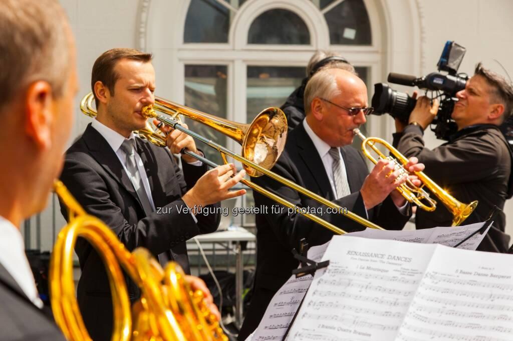 Musik - Helvetia Versicherungen AG: Helvetia feiert mit WienerInnen, Wien-Besuchern und Prominenten ihre Ankeruhr, © Aussender (30.06.2014)