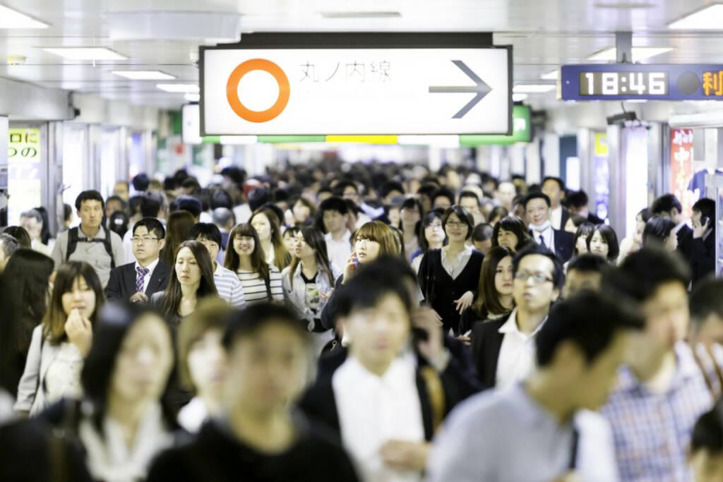 Tokyo, Menschen, Menschenmassen, http://www.shutterstock.com/de/pic-195147203/stock-photo-tokyo-japan-circa-may-passengers-hurry-at-ikebukuro-station-in-tokyo-japan-ikebukuru-is.html , © (www.shutterstock.com) (30.06.2014)