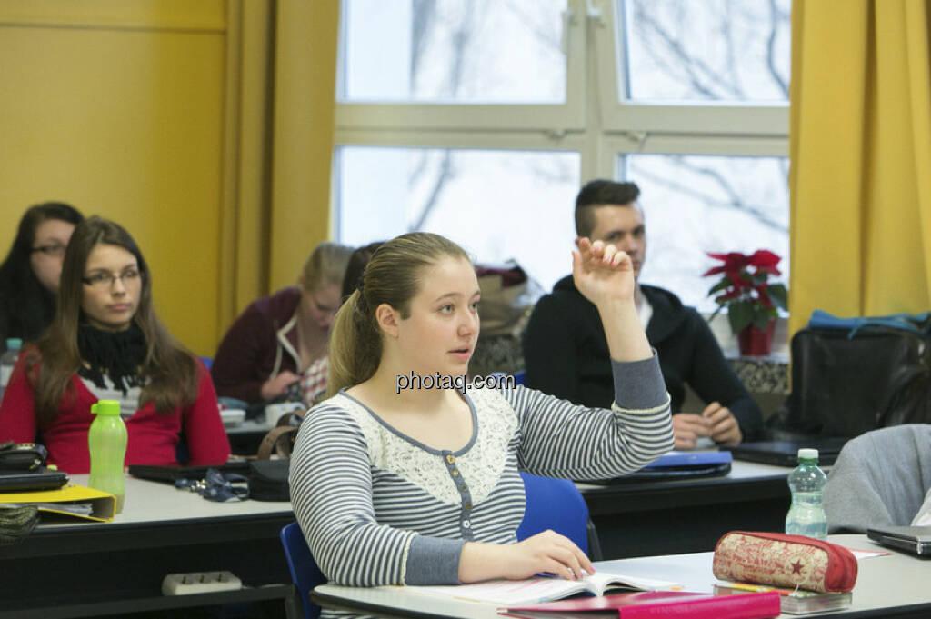 4 AK der Vienna Business School in Floridsdorf beim Börseunterricht, © Martina Draper/finanzmarktfoto.at (06.01.2013)