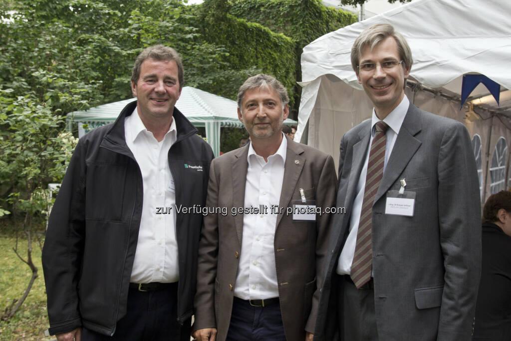 Wilfried Sihn, Geschäftsführer Fraunhofer Austria; Stephan Prinz, Geschäftsführer Opel Wien; Roman Stiftner, Geschäftsführer Wirtschaftskammer Österreich, © Fraunhofer Austria Research GmbH (01.07.2014)