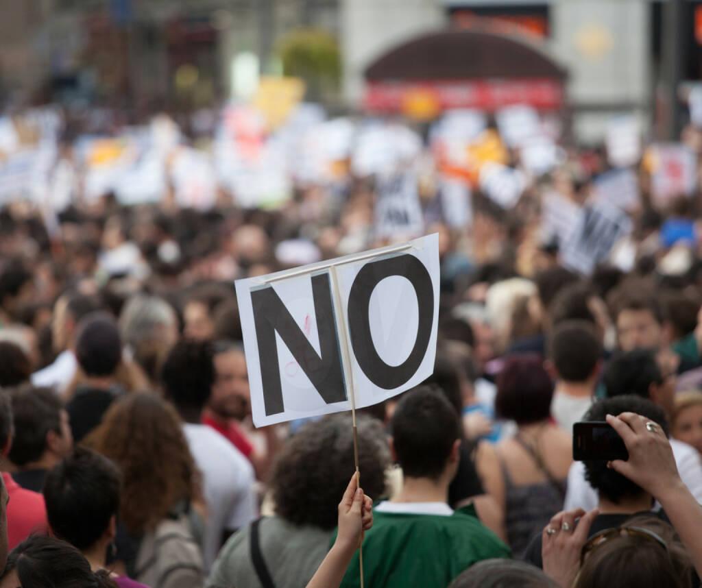 Streik, Protest, Nein, unzufrieden, dagegen, http://www.shutterstock.com/de/pic-125763227/stock-photo-a-general-image-of-unidentified-people-protesting.html , © (www.shutterstock.com) (06.07.2014)