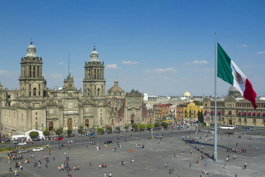 Mexico City, Mexico, Mexiko, http://www.shutterstock.com/de/pic-104705381/stock-photo-the-zocalo-in-mexico-city-with-the-cathedral-and-giant-flag-in-the-centre.html , © (www.shutterstock.com) (07.07.2014)